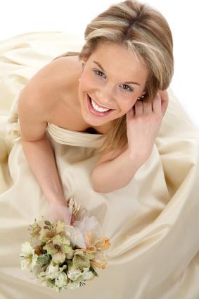Najmodniejsza suknia ślubna - kolor ecru